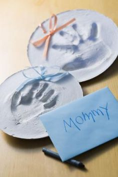 How to Make Plaster Handprints of Your Child