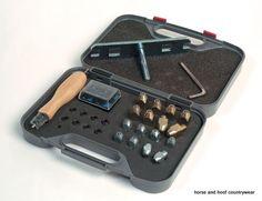 Lincoln Stud Kit Stud kit in plastic box Contains 8 x small studs 8 x large studs 8 x set screws 1 x hexagon key bit 1 x t-tap 3 8 1 x hoof cleaner.