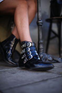 Sara Che - Tous Les Jour Stockholm wearing Toga Pulla boots & Mansur Gavriel bucket bag, more details on http://www.sarache.se/tous-les-jour/