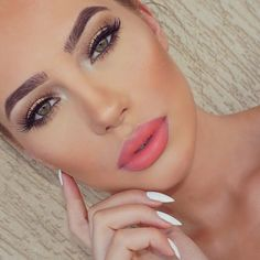 Love her brows and makeup. Beautiful #Flawlessmakeup