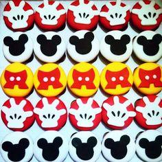 E na festa do 1° aninho do Enzo teve cupcakes personalizados.. Não ficaram lindos?  #enzo #birthday #cupcakes #cupcake #mickey #mickeymouse #donabetacupcakes #food #dessert #party #child #children #childhood #cakestagram #cakes #cupcakestagram #iloveit #Festa #Doces #Personalizados #Disney #yummy #fun