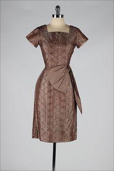 BIG MAMA OPTION. 1950s dress . Embroidered brown organza