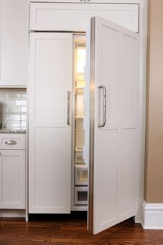 I would like a fridge that matches the cabinets!!! Definitely high on my list! |Pinned from PinTo for iPad|