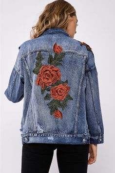 25 Hand Painted Denim Jacket With A Unique flower Design – homeinspireandide. Informations About 25 Hand Painted Denim Jacket With A Uni Rose Jacket, Jean Jacket Outfits, Painted Denim Jacket, Embroidered Denim Jacket, Denim Ideas, Rose Applique, Rose Embroidery, Polyvore, Clothes