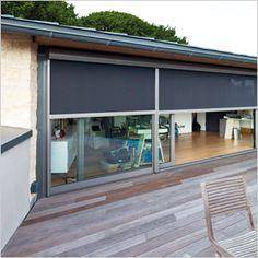 Doekzonwering Fixscreen: verticale zonwering die windvast is en insecten buiten houdt :: RENSON