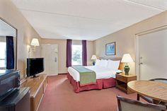 Book Family & business Friendly Days Inn Hotel in Kodak Tennessee near Smokey Mountains offering comfortable accommodation.
