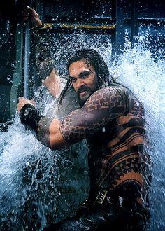 jason momoa in aquaman Aquaman Film, Aquaman Movie 2018, Aquaman Actor, Jason Momoa Aquaman, Dc Comics, Jason Momoa Khal Drogo, Atlantis, Batman Begins, Mundo Comic