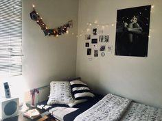 Gemütliches WG Zimmer Mit Lichterkette Und Cooler Wandgestaltung. #WGzimmer  #wohnen #wandgestaltung