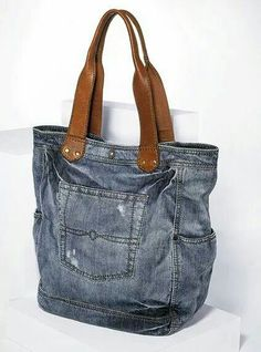 Best Snap Shots Wonderful Jeans Bag Models, # Quilters for . - Image + Suggestions I love Jeans ! And much more I love to sew my own Jeans. Next Jeans Sew Along I'm going to revea Diy Jeans, Diy Denim Purse, Denim Jean Purses, Denim Bags From Jeans, Sewing Jeans, Levis Jeans, Jean Crafts, Denim Crafts, Sacs Tote Bags