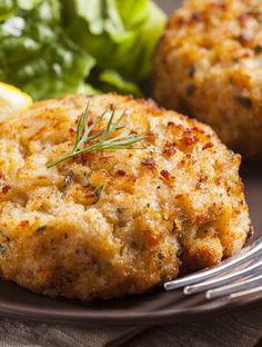 Maryland Crab Cakes - How To Make The Perfect Crab Cakes Crab Cake Recipes, Fish Recipes, Seafood Recipes, Appetizer Recipes, Cooking Recipes, Appetizers, 12 Tomatoes Recipes, Meatball Recipes, Potato Recipes