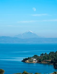 Overlooking Mount Athos (Agio Oros/ Berg Athos) from Potidea region! Oh The Places You'll Go, Cool Places To Visit, Great Places, Beautiful Places, Wonderful Places, Dream Vacations, Vacation Spots, Halkidiki Greece, Greece Hotels