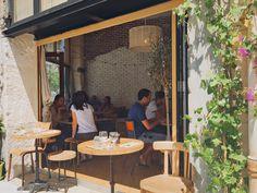 Des allures de coffee shop new yorkais, un couple super sympa pour vous servir et un petit coin ensoleillé pour se poser en plein centre ville. Si vous passez par la rue de Lodi,...