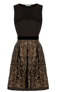 Christmas Party Outfit from Karen Millen, we love this limited edition dress - currently offering a 20% off code on all purchases. Save via out link