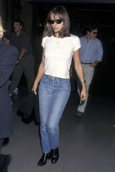 Liz Hurley Circa 1990 Is so on Trend for Now Liz Hurley Style: Her Best Looks From the Decade Hipster Outfits, Casual Skirt Outfits, Grunge Outfits, Jean Outfits, 90s Style Outfits, Grunge Look, Grunge Style, 90s Grunge, Soft Grunge