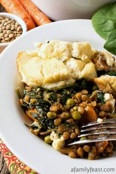 Vegetable Shepherd's Pie - You won't miss the meat in this Vegetable Shepherd's Pie! Tons of flavor and chock-full of vegetables! A must-try recipe! Good Healthy Recipes, Healthy Cooking, Whole Food Recipes, Cooking Recipes, Vegan Recipes, What's Cooking, Vegan Meals, Pie Recipes, Vegetable Entrees