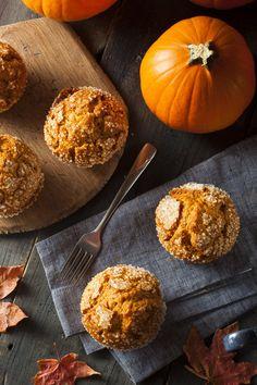 Mini-cakes au potiron et aux marrons Muffin Tin Recipes, Donut Recipes, Cooking Recipes, Vegan Recipes, Sweet Breakfast, Breakfast Recipes, Dessert Recipes, Desserts, Mini Cake Sale