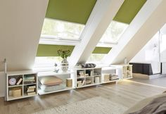 Jeder Millimeter unter Dachschrägen kann als Stauraum erschlossen werden Platz ist in der kleinsten Nische! Man muss die Raumsituation nur zu nutzen wissen. Ob als Schlafzimmer, Flur oder Wohnzimmer - jeder Millimeter unter der Dachschräge kann mit unserem flexiblen Regalsystem genutzt werden.