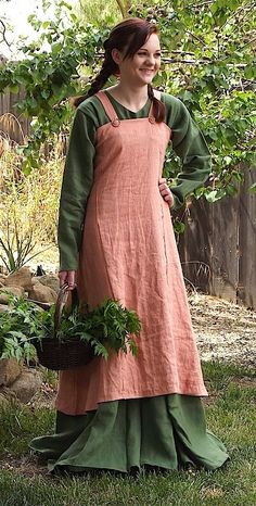 Purchase - Historic Enterprises sells historically accurate costumes for men and women. Each item in their catalog actually comes with an accuracy rating! Not the cheapest, but well researched and, from what I've heard, well constructed. Costume Viking, Viking Dress, Medieval Costume, Medieval Dress, Medieval Fashion, Viking Tunic, Medieval Peasant Clothing, Medieval Girl, Viking Clothing