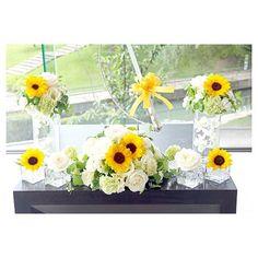 . . 満開のひまわりが美しいケーキ装花♡ 涼しげな透明感のある器が ガラス張りの会場に映えます . #flowerwalkpopo #富山県 #結婚式…