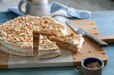 Hazelnut Meringue, Meringue Cake, Hazelnut Cake, Nutella, Cake Recipes, Dessert Recipes, Sbs Food, Classic Desserts, Dutch Recipes