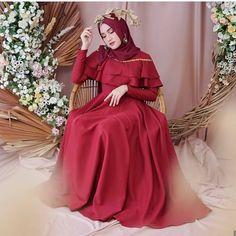 How to Make Money Kebaya Sabrina, Fashion Studio, The Dress, Dress Codes, Hijab Fashion, Fashion Photography, Bridesmaid, Photoshoot, Prom