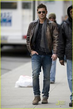 Zac Efron Style - like the strong masculinity he always shows through his clothing Urban Fashion, Trendy Fashion, Trendy Style, Fashion Blogs, Fashion Websites, Fashion Men, Leather Fashion, Simple Style, Fashion Photo