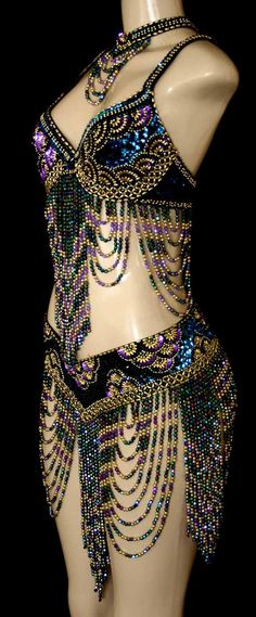 WOW love this bellydance costume!!!!!!!  Over a deep blue skirt....LOVE this!