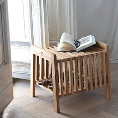 Solid and stable Bench / Storage bench / Seat / Side table / Bedside table / Coffee table / Nightstand / made entirely of solid oak wood