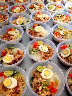Food N, Diy Food, Food And Drink, Rice Box, Food Box Packaging, Snap Food, Catering Food, Indonesian Food, Food Trends