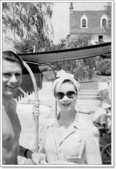 Laurence Olivier and Vivien Leigh... this is such a charming glimpse