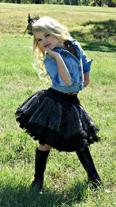 This little girl knows how to model for