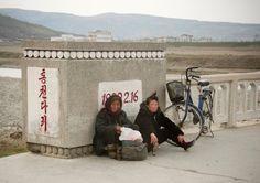 Am Rand der Straßen sah Lafforgue häufig erschöpfte Menschen, die sich ausruhten von ihrem anstrengenden Weg zur Arbeit. Viele sind täglich Stunden unterwegs.