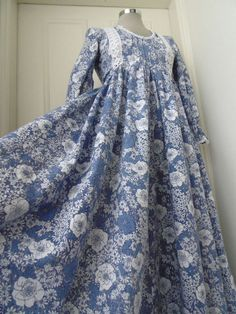 vintage Laura Ashley made in Wales prairie dress blue/white floral 10 vtg14