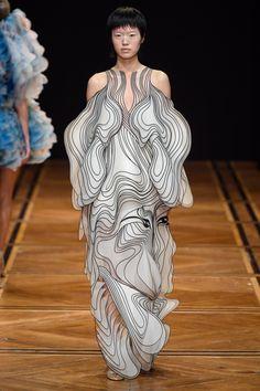 New Fashion Design Inspiration Haute Couture Iris Van Herpen Ideas Fashion Week, Trendy Fashion, Runway Fashion, Fashion Art, Fashion Models, High Fashion, Fashion Show, Autumn Fashion, Womens Fashion