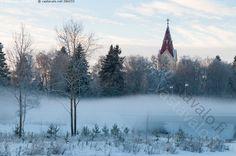 Ylivieskan kirkko - Ylivieska kirkko usva Valtakatu usvainen talvimaisema talvi kirkontorni jokiranta