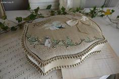 Ancienne boite de baptême Brocante de charme atelier cosy.fr