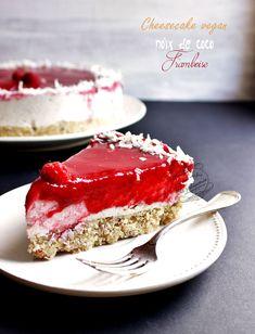 Cheesecake noix de coco et framboise vegan {cru, sans gluten, sans lactose} Cheesecake vegan coco framboise (cru, sans gluten, sans lactose) / Vegan cheesecake coconut and raspberries (without gluten Healthy Cheesecake, Raspberry Cheesecake, Cheesecake Recipes, Raw Food Recipes, Sweet Recipes, Dessert Recipes, Dessert Healthy, Cookie Recipes, Patisserie Vegan