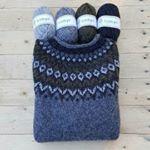 112 отметок «Нравится», 1 комментариев — Megetar (@megetar) в Instagram: «Mieheni on sorvin ääressä!  Päällä on tietysti Riddari villapaita. Se aivan ensimmäinen, jonka…» Knitted Hats, Knitting, Sweaters, Instagram, Fashion, Moda, Tricot, Fashion Styles, Breien