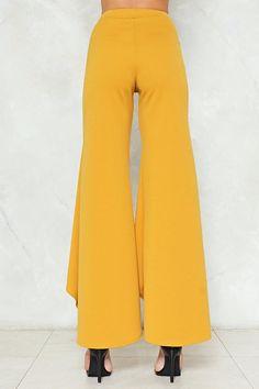 Wide Shot Flare Pants Classy Outfits, Beautiful Outfits, Cool Outfits, Corset Pattern, Pants Pattern, Slacks For Women, Clothes For Women, Salwar Dress, Ruffle Pants