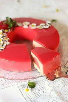 Erdbeeren Rezepte: Erdbeer-Rhabarber Torte - ein Kuchen zum Verlieben!