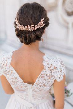 Katya Katya Shehurina Lace Wedding Dress | Rose Gold Laurel Hair Accessory | Weddings In Venice | Styling Holden Bespoke | Amy Fanton Photography | http://www.rockmywedding.co.uk/ethereal-lovers-venice/