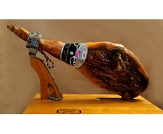 Jovira || Kilo de jamón gran reserva    El jamón procede del producto obtenido de las patas traseras del cerdo, salado y curado de forma natural.