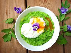 Gesundes Rezept für pochierte Eier mit Kohlrabi-Erbsen Püree