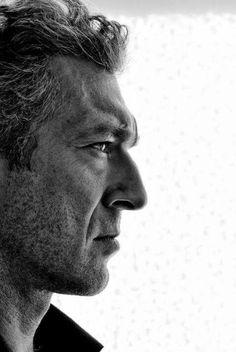 Vincent Cassel Portrait - Cinema print on canvas, print on wood, print on steel or print on paper Vincent Cassel, Shooting Photo, Celebrity Portraits, Black And White Portraits, Portrait Inspiration, Male Face, Best Actor, Famous Faces, Belle Photo
