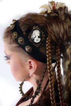 "STEAMPUNK fascinator ""The pirate's bride""- GOTH Lolita neo VICTORIAN Fantasy skull hair jewelry & brooch Rockabilly pin headpiece. €11,00, via Etsy."
