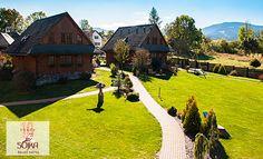 Štýlový hotel Sojka na Liptove Golf Courses, Relax, Cabin, House Styles, Home Decor, Decoration Home, Room Decor, Cabins, Cottage