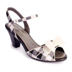 Luxusní boty Lola Ramona vás uchvátí svým trendy extravagantním vzhledem. Stylový moderní design, skvěle zvolené barvy, provotřídní materiál a vysoká kvalita zpracování.