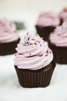 Vegan Chocolate Lavender Cupcakes We're so ready for spring, and these pretty vegan chocolate cupcakes with lavender buttercream frosting have got us thinking about blooming flowers. (Plus, there's a gluten-free option. Vegan Cupcake Recipes, Vegan Recipes, Dessert Recipes, Sugar Free Cupcakes, Cupcake Cakes, Cupcake Ideas, Vegan Chocolate Cupcakes, Flourless Chocolate, Raw Chocolate