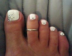 Image viaToenail DesignsImage viaCool & Pretty Toe Nail Art Designs & Ideas For Beginners .Image via Pretty Toe Nail Art D Love Nails, How To Do Nails, Fun Nails, Gold Toe Nails, Sparkle Nails, White Toenails Polish, Gems On Nails, Glitter Nails, Toe Nails White
