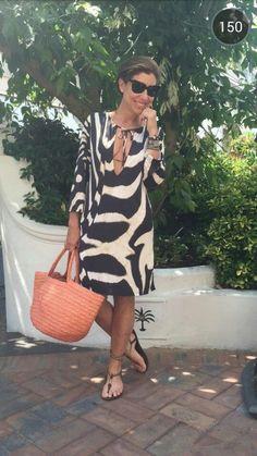 Look da praia do segundo dia. adorei a minha bolsa nova da Sans Arcidet que é… Mature Fashion, Over 50 Womens Fashion, Fashion Over 50, Mode Ab 50, Ethno Style, Fashion Outfits, Fashion Trends, Fashion Design, Mode Style